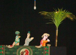 'O bem-te-vi falador' foi encenada com teatro de fantoche