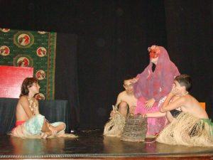Alunos dos cursos 'Teatro e Animação' e 'O som da palavra', durante a encenação da peça 'O pássaro da chuva'
