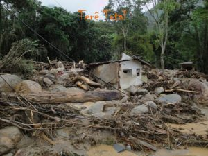 Tragédia de 2011 deixa bairro destruido