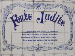 Fonte Judithé umafontede água natural localizada nobairro do Alto, emTeresópolis