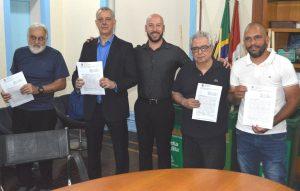 Prefeito Vinicius Claussen e o programa 'Gari Comunitário' com alguns presidentes das associações de moradores de Teresópolis