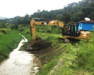 Início da dragagem de trecho do Rio Príncipe, na Posse, em Teresópolis