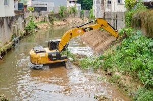 'Limpa Rio'- Limpeza do Rio Paquequer avança pelo centro da cidade