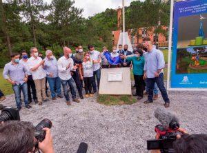 Descerramento da placa da pedra fundamental do Memorial em Homenagem às Famílias Vitimadas pela Tragédia Natural de 2011 em Teresópolis