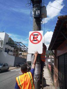 Trecho de rua na Barra é sinalizado para garantir a passagem de pedestres
