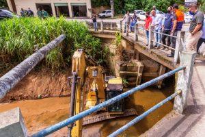 Operação Limpa Rio na altura da Ponte do Imbuí, que será duplicada
