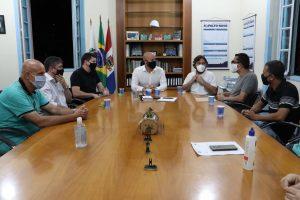 Prefeito Vinicius Claussen recebe prefeitos de Petrópolis, Hingo Hammer, e de Nova Friburgo, Johnny Maycon e equipes de Saúde para traçar ações conjuntas de enfrentamento à COVID-19